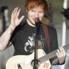 Artiesten tegelijkertijd op nummer 1 en 2 in Britse hitlijst