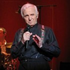 Charles Aznavour, Franse zanger van Armeense afkomst