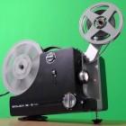 Ouderwets vermaak op het scherm met de oude filmprojector