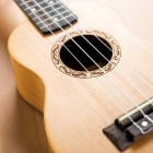 Je gitaar of harp stemmen met een digitaal stemapparaat