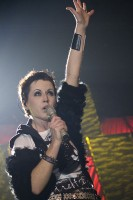 Dolores O'Riordan in 2010 / Bron: Alterna2, Wikimedia Commons (CC BY-2.0)